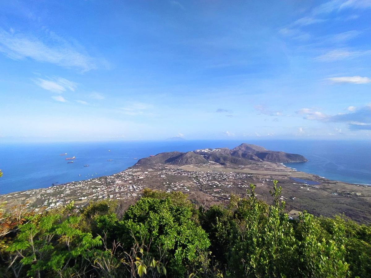 uitzcht vanaf de dode vulkaan op 400 meter hoogte